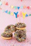 Os anéis de espuma coloridos com polvilham fotografia de stock
