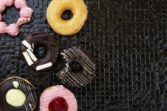 Os anéis de espuma com polvilham e geada Fotografia de Stock Royalty Free