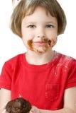 Os anos de idade quatro bonitos com queque do chocolate Foto de Stock Royalty Free