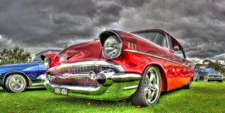 Os anos 50 pintados costume Chevy construído americano Imagens de Stock