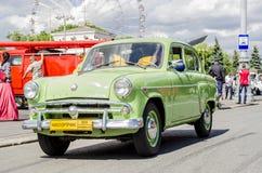 Os anos 60 soviéticos raros de Moskvich do carro do russo Fotografia de Stock Royalty Free