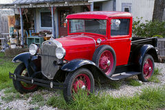 os anos 30 A Truck modelo, loja antiga, Fredericksburg Texas Fotos de Stock Royalty Free