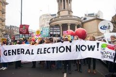 Os anti protestadores do governo na Grâ Bretanha quebram-se/eleições gerais demonstração agora em Londres imagem de stock