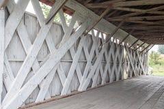 Os apoios interiores da ponte de Imes, St Charles, Madison County, Iowa fotografia de stock