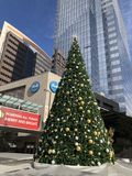 Os APS patrocinaram a árvore de Natal na baixa de Phoenix, AZ Fotos de Stock