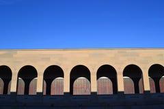 Os arcos no memorial da guerra Imagem de Stock