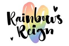 Os arcos-?ris reinam Cita??es do texto de Gay Pride no fundo alegre colorido do cora??o do arco-?ris ilustração stock