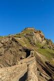 Os arredores e o eremitério peculiares de Sant Juan de Gaztelugatxe imagens de stock royalty free