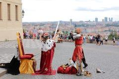 Os atores da rua arranjam as representações dramatizadas fotos de stock