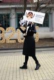 Os atores da rua executam no jardim do eremitério em Moscou fotos de stock royalty free