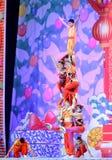 Os atores do circo chinês executam em nosso jogo de natividade na arcada imagem de stock royalty free