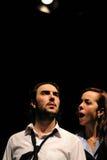 Os atores do teatro de Barcelona instituem, jogam na comédia Shakespeare fotografia de stock