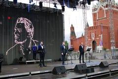 Os atores leram o poema Eugene Onegin na fase no quadrado vermelho em Moscou fotografia de stock royalty free