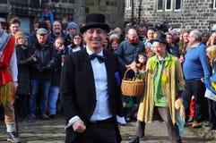 Os atores no ovo tradicional do ritmo do Sexta-feira Santa jogam no oeste do heptonstall - yorkshire imagens de stock