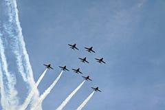 Os aviões de jato vermelhos da força aérea do RAF das setas Fotografia de Stock Royalty Free