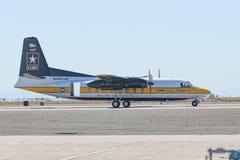 Os aviões FH227 dos cavaleiros dourados do exército dos EUA saltam de paraquedas a exposição t Imagens de Stock