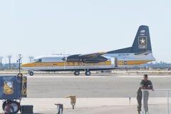 Os aviões FH227 dos cavaleiros dourados do exército dos EUA saltam de paraquedas a exposição t Foto de Stock Royalty Free