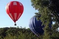 Os balões de ar quente preparam-se para a decolagem Imagens de Stock Royalty Free