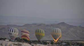 Os balões tomam o voo Fotografia de Stock Royalty Free