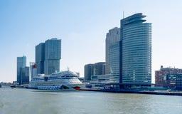 Os bancos do Meuse novo em Rotterdam nos Países Baixos imagem de stock royalty free