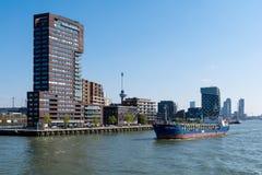 Os bancos do Meuse novo em Rotterdam nos Países Baixos imagem de stock