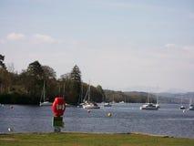 Os barcos de navigação caíram pé, lago Windermere, Cumbria, Inglaterra fotos de stock