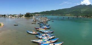 Os barcos de pesca em Lang Co latem em Vietname Fotografia de Stock Royalty Free