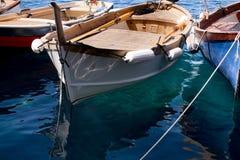 Os barcos de pesca em Riomaggiore - Cinque Terre Italy imagens de stock