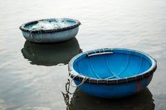Os barcos de pesca em Vinh Hy latem, Vietname Imagem de Stock