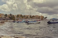 Os barcos de pesca pequenos de Playa del Carmen imagens de stock