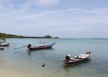 Os barcos de pesca são amarrados Imagens de Stock Royalty Free