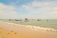 Os barcos de pesca tailandeses da cauda longa amarraram em Koh Samui Fotografia de Stock