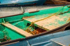 Os barcos de pesca velhos ancoraram o porto de Cabo San Lucas imagem de stock