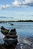 Os barcos do pescador simples no rio Foto de Stock Royalty Free