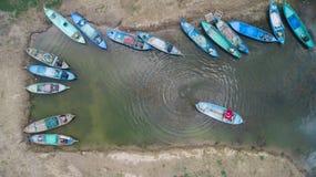 Os barcos dos pescadores, pescando trabalhos e a metragem aérea imagem de stock royalty free