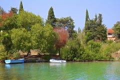 Os barcos em Govino encalham em Gouvia, Corfu, Grécia Imagem de Stock Royalty Free