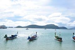 Os barcos na praia Fotos de Stock Royalty Free