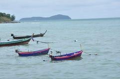 Os barcos na praia Imagem de Stock