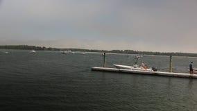 Os barqueiros no ponto do pinho entram em Scarborough Maine video estoque