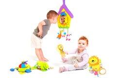 Os bebês jogam com brinquedos Imagem de Stock Royalty Free