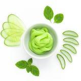 Os benefícios de saúde do pepino promovem o cabelo e pregam o crescimento, curas manutenção e o mau hálito, reduz o peso, cuidado Imagem de Stock