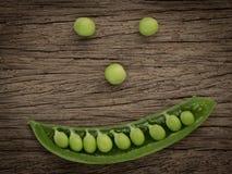 Os benefícios de saúde dos vegetais enlatam considerado de seu sorriso, comendo V Foto de Stock
