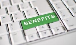 Os benefícios fecham no teclado do portátil foto de stock royalty free