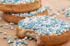 Os biscoitos com anis branco e azul polvilham Imagem de Stock