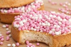 Os biscoitos com anis branco e cor-de-rosa polvilham Foto de Stock Royalty Free