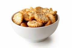 Os biscoitos cozidos da semente de papoila do partido no prato cerâmico branco isolaram o Fotografia de Stock