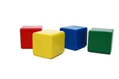 Os blocos das crianças coloridas de madeira isolaram o branco Fotografia de Stock Royalty Free