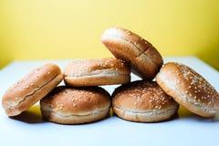 Os bolos do hamburguer no fundo branco Fotografia de Stock