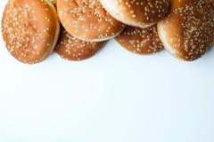 Os bolos do hamburguer no fundo branco Imagem de Stock