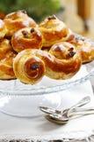 Os bolos suecos tradicionais no bolo estão no ajuste do Natal Foto de Stock